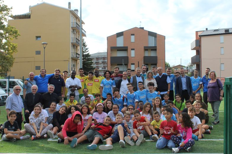 Inaugurazione campo da calcio - foto di gruppo